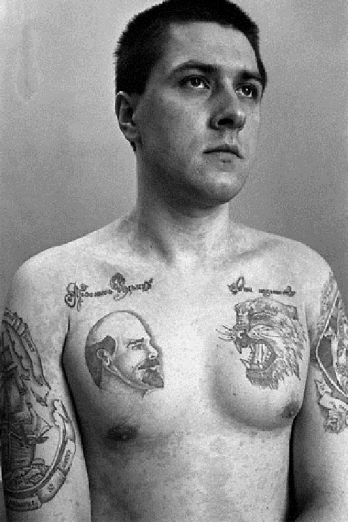 Tatouage de tigre sur un prisonnier Russe