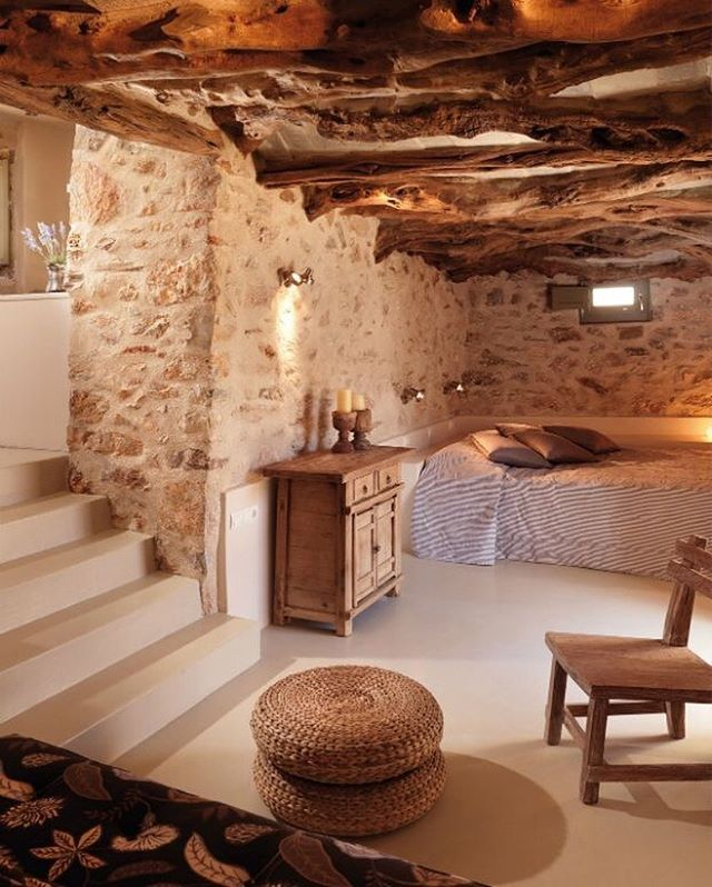 Cave-style Rustic Bedroom