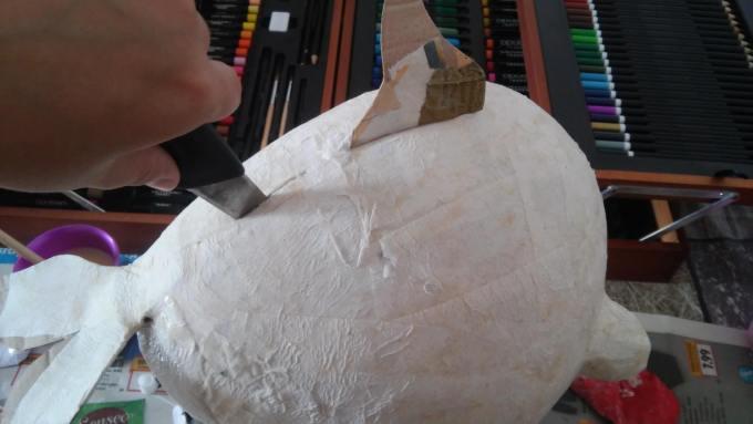 Dabei unbedingt ein scharfes Messer verwenden, sonst franst es aus.