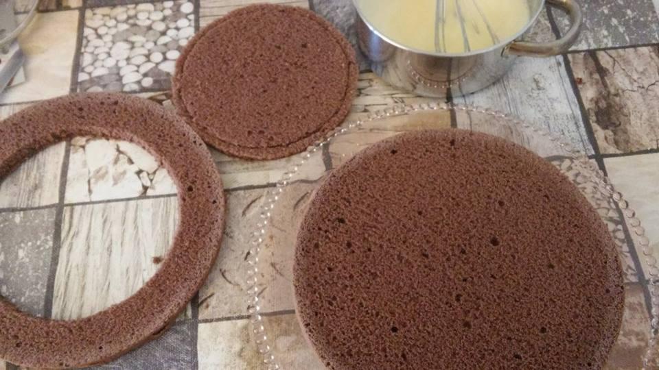 Torte mit Puddingfüllung