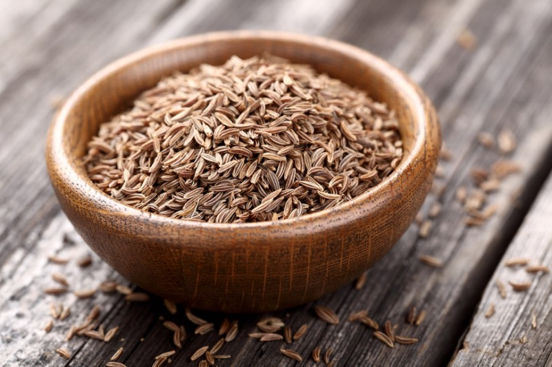 Cumin seeds in a wooden plate