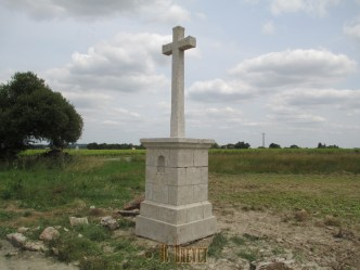 La croix des Aveneaux, après sablage, la Chapelle-Heulin.