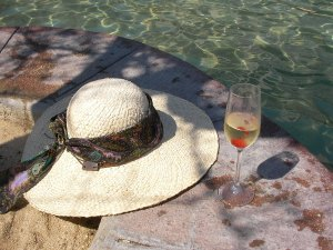 ¿Y por qué no? Champaña mientras disfrutas de los rayos del sol.