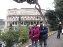 Obvio, la foto en el Coliseo no podía faltar, aunque la lluvia nos estuviera apresurando.