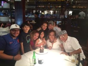 Una familia pequeña, que me apapacha en mi cumpleaños y siempre.