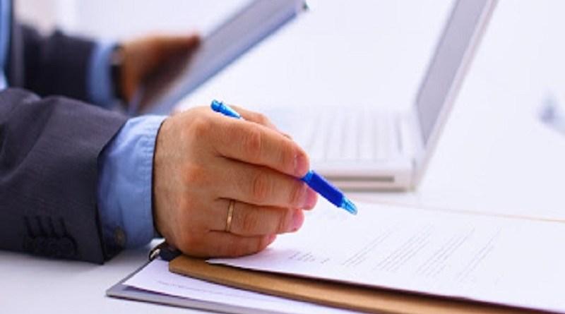 La mancata esibizione di documenti non richiesti non costituisce rifiuto