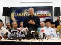 Mahathir, pemimpin-pemimpin UMNO yang telah ditolak oleh Najib, pembangkang, kumpulan NGO dan masyarakat sivil semua bergabung untuk cuba menggulingkan Najib dari tampuk pemerintahan.