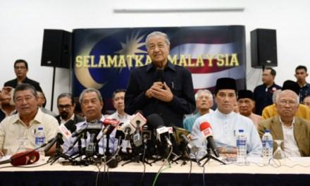 Gabungan Mahathir dan Pembangkang untuk Selamatkan Politik Elit