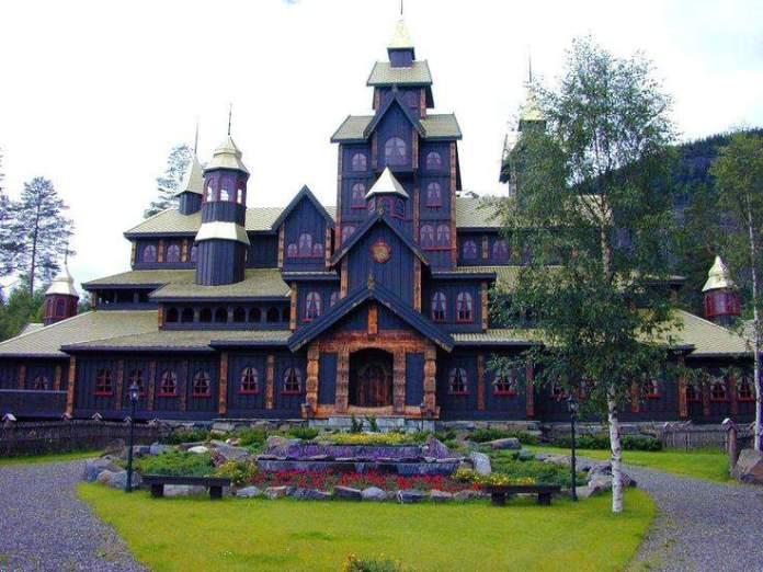 Castle in Lillehammer_a2384d636f95f1600c8fa647645eb023