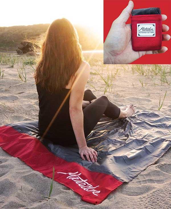 Travel-pocket-blanket