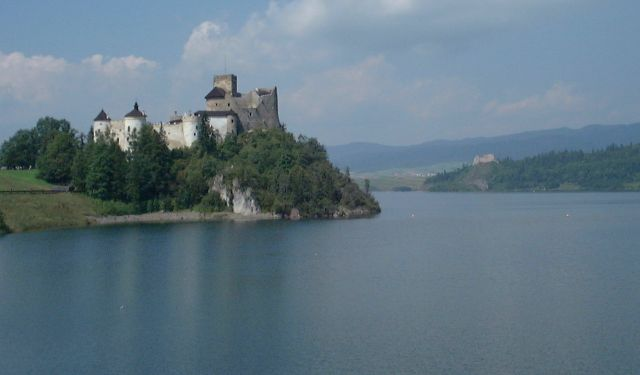 Poland_Niedzica_-_castle