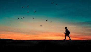 10 فوائد للسفر وحيداً