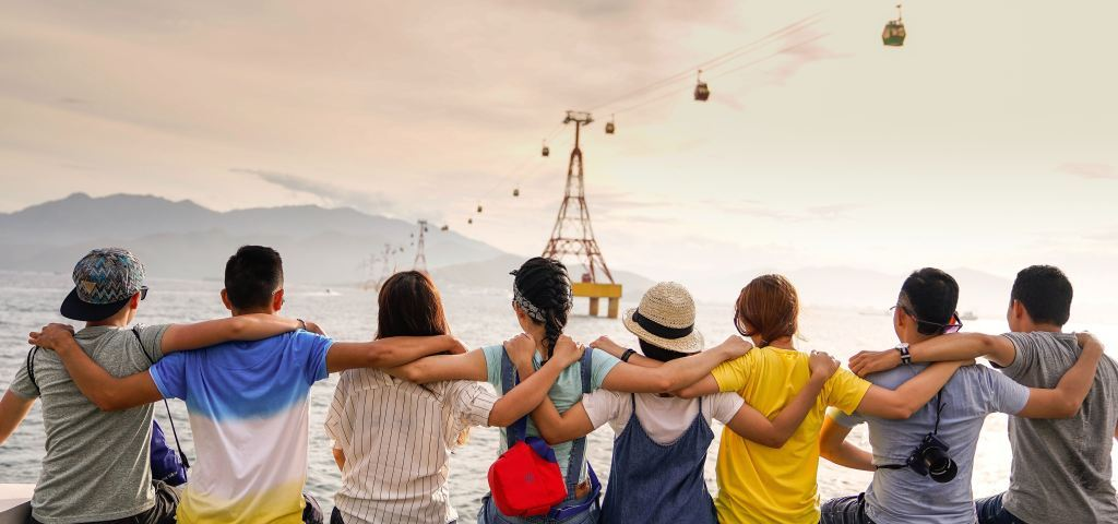 كيفية السفر مع الأصدقاء