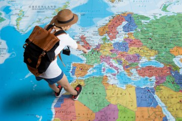 كيف تسافر وانت في مكانك