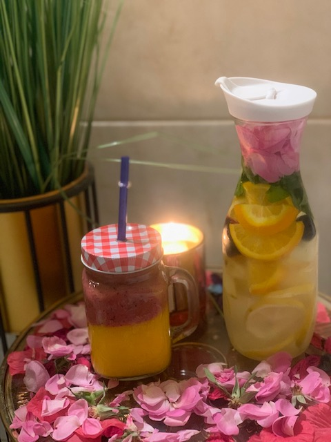 عصير طبيعي وماء ديتوكس