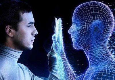 """Chips en el cerebro y trasplantes de recuerdos: los """"superhumanos"""" llegarán en 2030"""