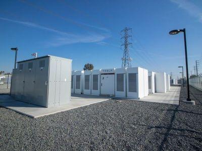 Tesla construye la batería de iones de litio más grande del mundo en tiempo récord
