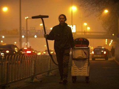 Este hombre convierte el smog de su ciudad en ladrillos de construcción
