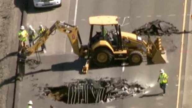 San Joaquin County, California: Sinkhole Closes All Northbound Lanes of Interstate 5