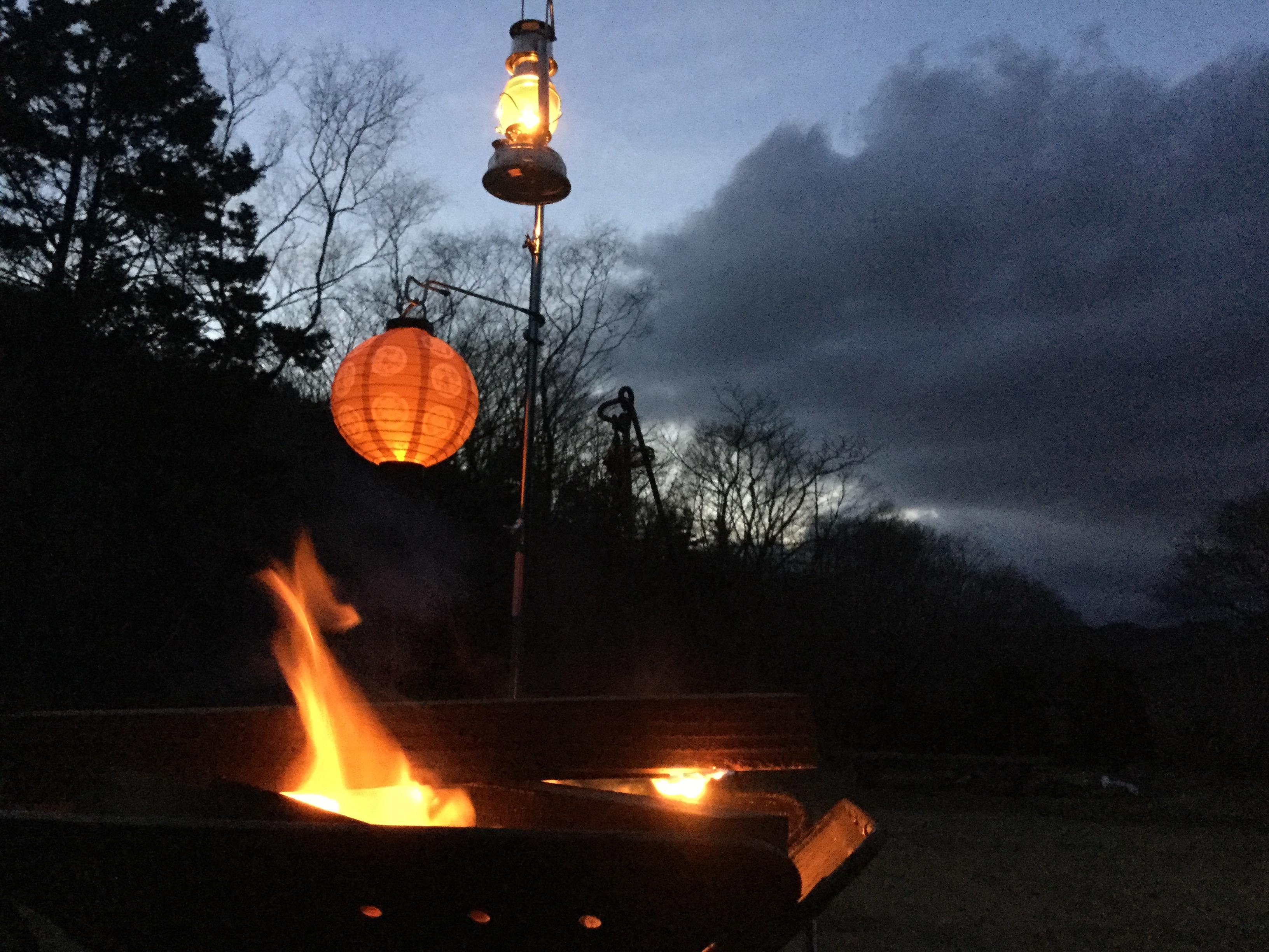 焚火を楽しむ2つのアイテム!火で食べて暖まろう!
