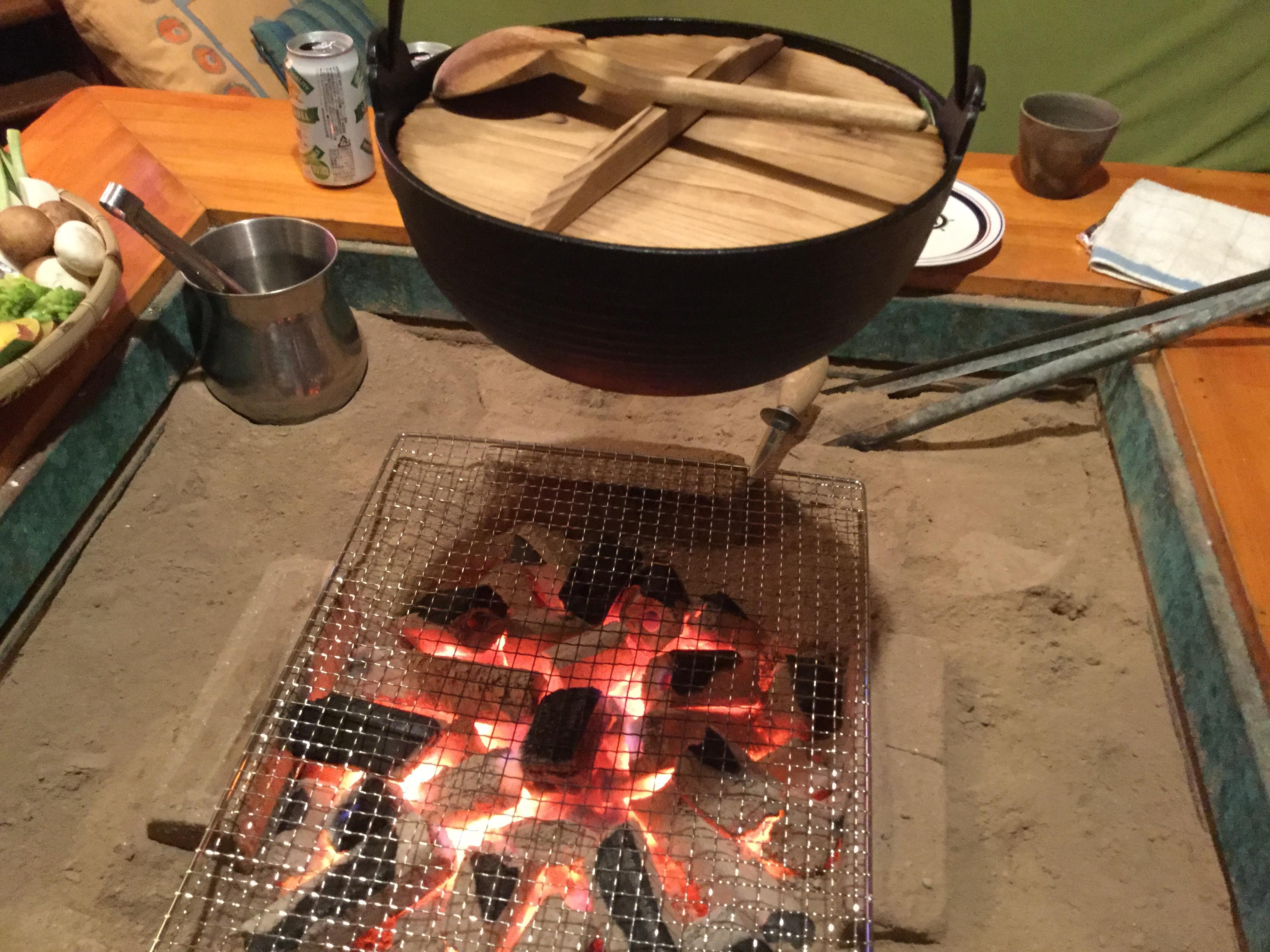 キャンプテーブルで使い勝手色々!囲炉裏テーブルの魅力!