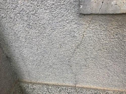 自宅外壁のひび割れ