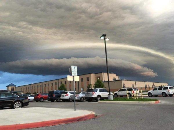 Ominous shelf cloud appears in San Antonio, Texas as storm ...