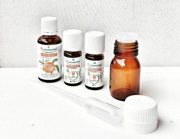 Flacons d'huile essentielle de Petit grain bigarade, de Lavande vraie dilué et d'huile végétale d'Amande douce .