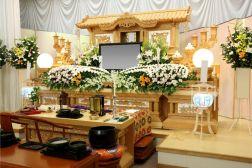 お葬式の日程決定から告別式までの流れについて。種類や費用も紹介