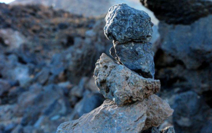 Steinmännchen weisen den Weg zum Gipfel-Glück