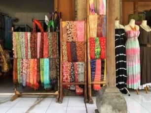 Die Farben und Stoffe Balis.