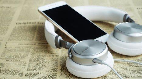 headphones-1599626