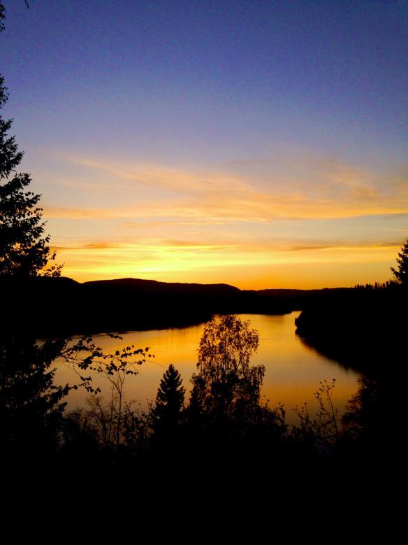 Solnedgång över Sveriges 21:a bästa sommarstad - Sollefteå