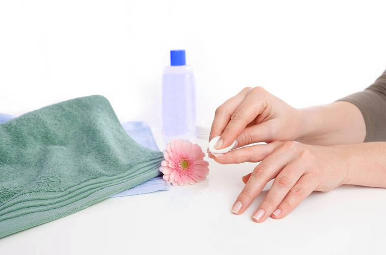 manicure at home naturally