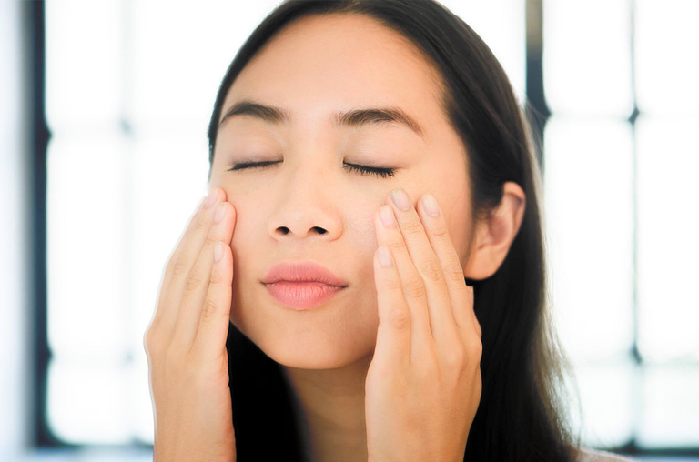 How to do lymphatic drainage facial massage at home
