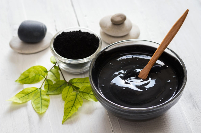 What to look for in a charcoal face mask