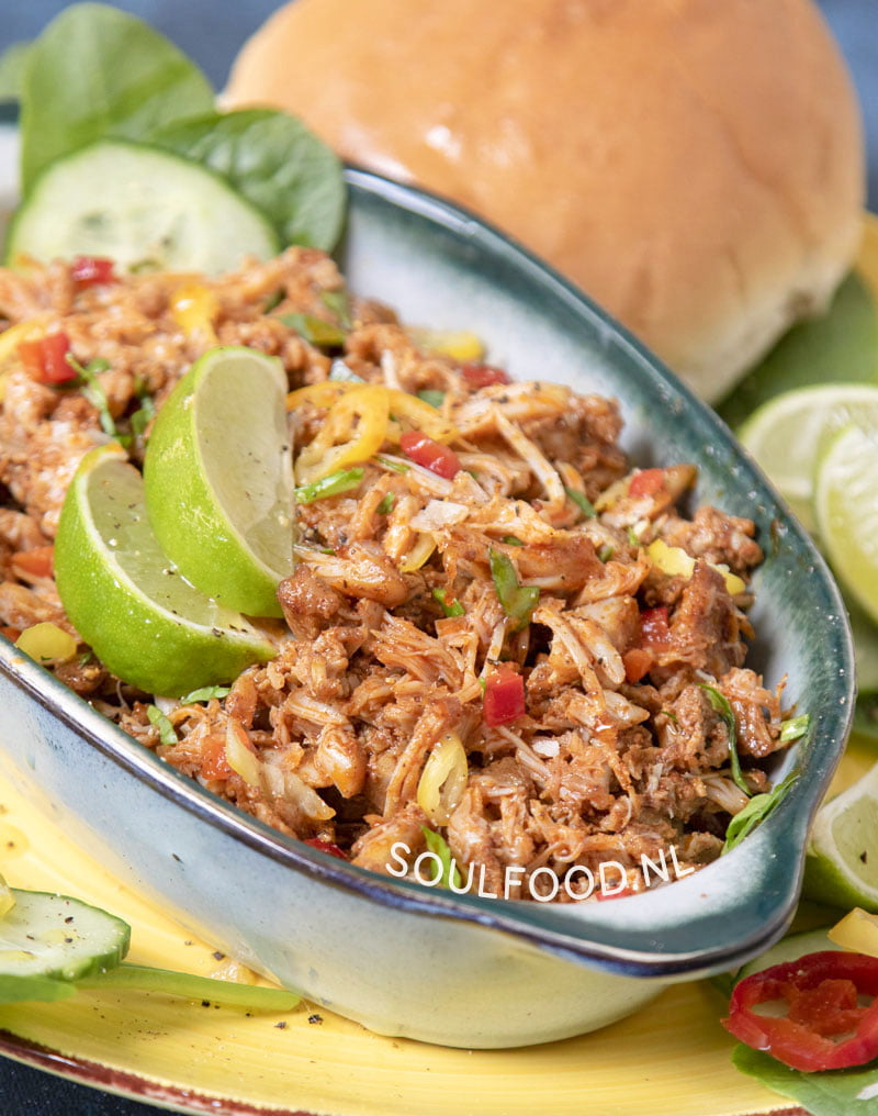 pulled chicken recept caribische hete kip broodje