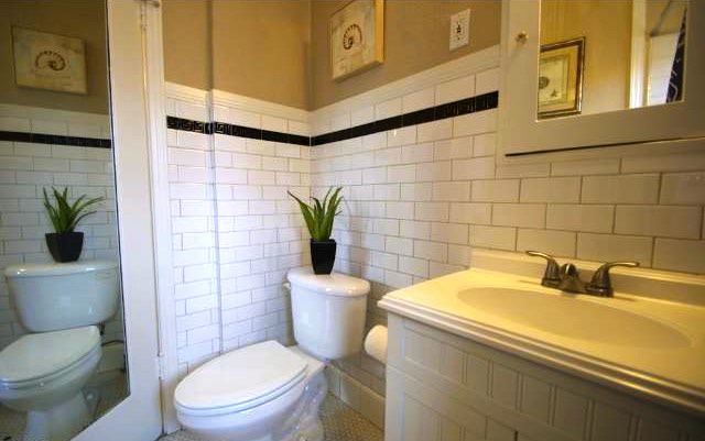Bath with subway tile