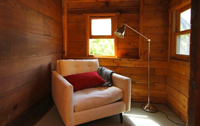 Reading nook...c'mon, you know you want to snuggle up in there