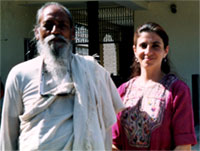 Yol Swan with Baba Hari Das at his orphanage in India