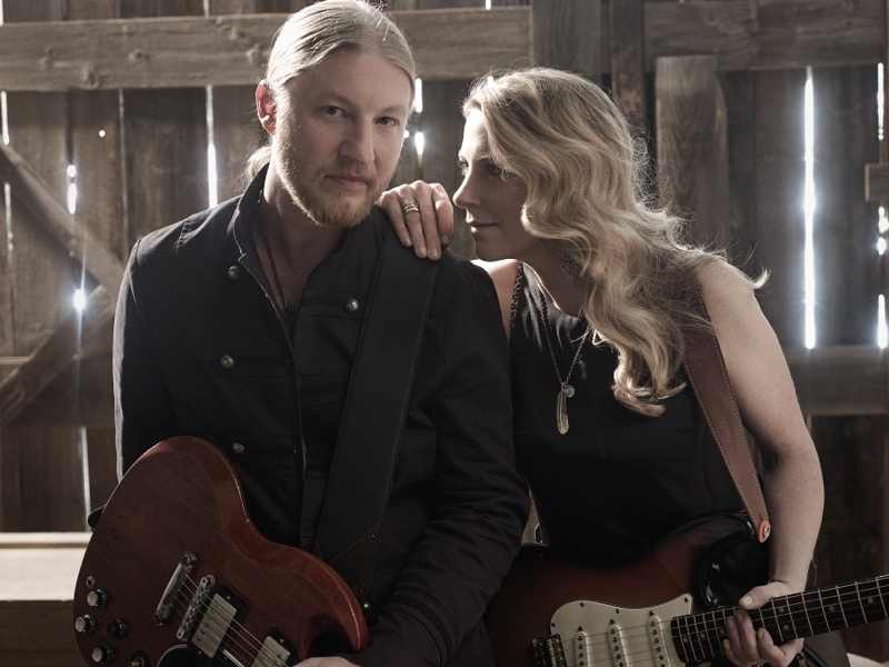 Derek-Trucks+Susan-Tedeschi_Pressefoto2-2013_Made_Up_Mind_photocredit_Mark Seliger-px800