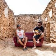 Videopremiere: Jah Chango & Jarabe de Palo - Sofá de Cuero