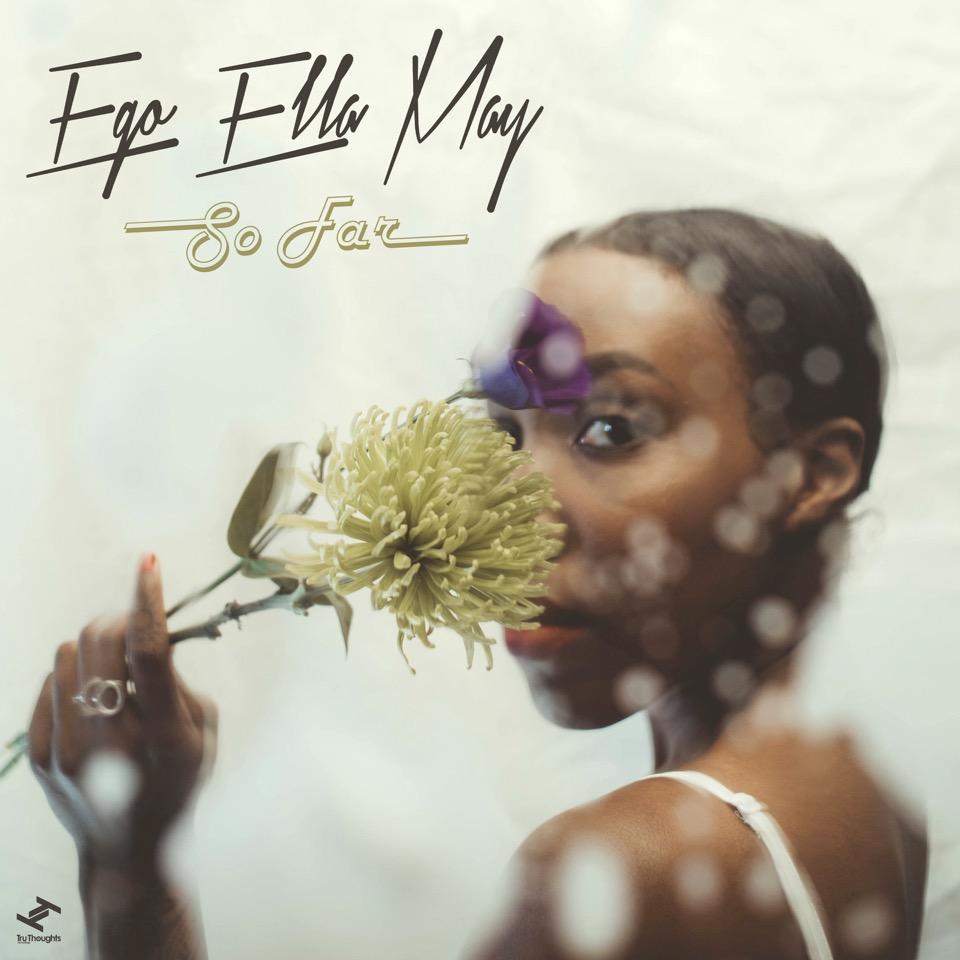 """Ego Ella May veröffentlicht ihr Debütalbum """"So Far"""" 💫 full Album-Stream"""