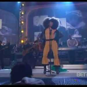 Erykah Badu Tribute to Diana Ross (Video)