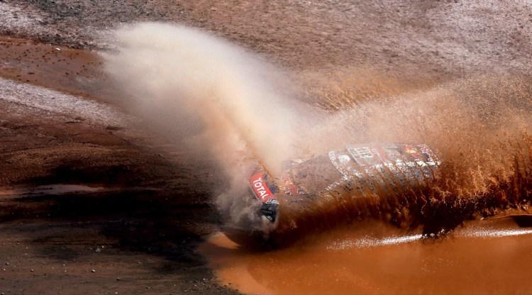 Sebastien Loeb da France pilota seu Peugeot durante 7º estágio, Bolivia, January 9, 2016. REUTERS/Marcos Brindicci TPX IMAGES OF THE DAY