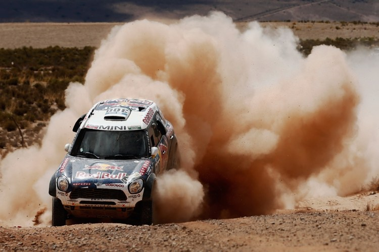 Nasser Al-Attiyah do Qatar and Matthieu Baumel da França no MINI ALL4 RACING for AXION X-RAID TEAM, Villazon, Bolivia . (Photo by Dean Mouhtaropoulos/Getty Images)