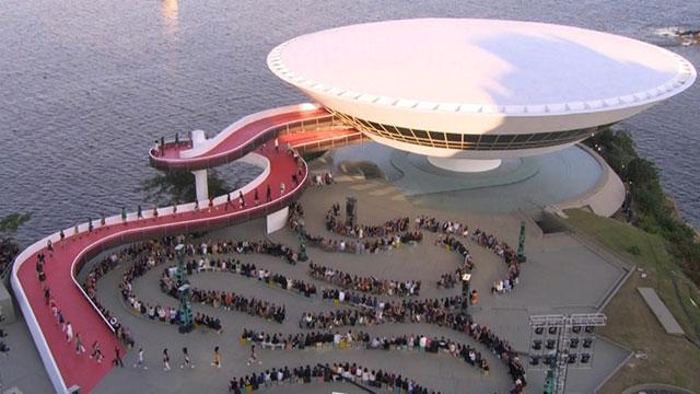 Diante da Paisagem deslumbrante da Baia da Guanabara aconteceu o Desfile da Louis Vuitton.