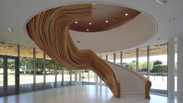Escada Colorida, na Escola de Artes em Saint Herblain, França