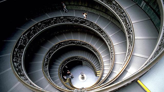 Escadas com espiral dupla no Museu do Vaticano