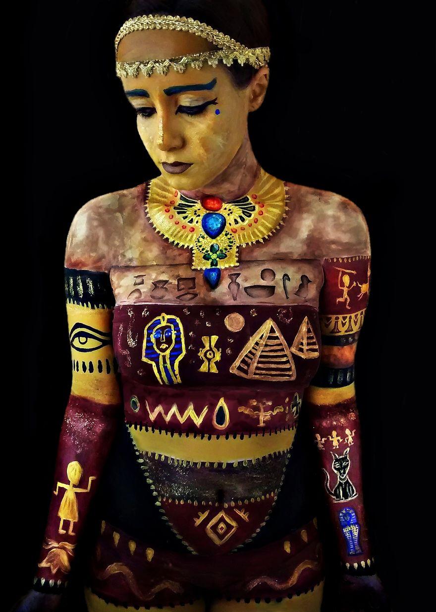 Brazilian-artist-makes-body-paint-herself1__880
